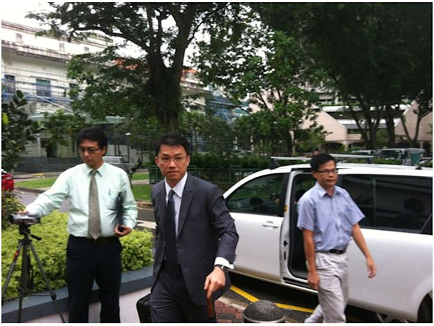Tey Tsun Hang arrives at the subcourts for the first day of his trial in a sex-for-grades case. (Yahoo! photo)