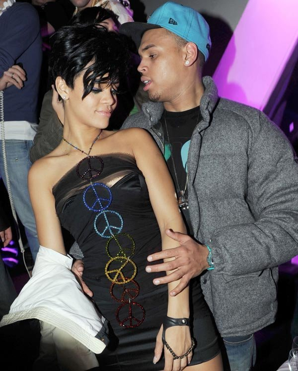 Rihanna Texts Chris Brown: You Want To Go Out?
