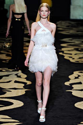 Versace, FW 2011  Nobody does red carpet glamour better than Donnatella. This dress brings that…