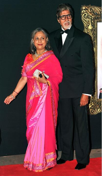 Indian Bollywood film actors Amitabh Bachchan (R) and his wife Jaya Bachchan pose on the red carpet at the premiere of the Hindi film 'Jab Tak Hai Jaan' in Mumbai on November 12, 2012.   AFP PHOTO