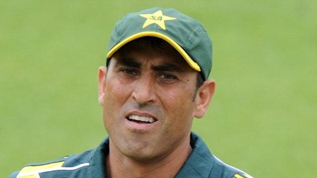 Younus Khan fell for 77