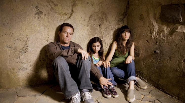 Zooey Deschanel Ashlyn Sanchez Mark Wahlberg The Happening Production 20th Century Fox 2008