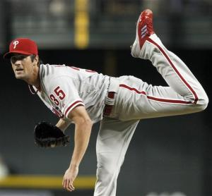 Hamels goes 8 innings, Phillies beat Diamondbacks