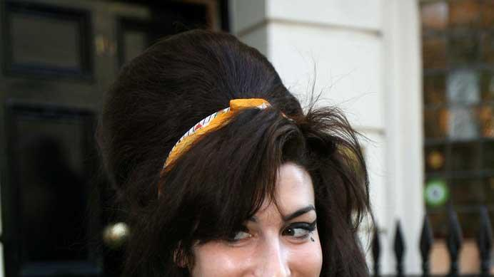 amywinehouse smile