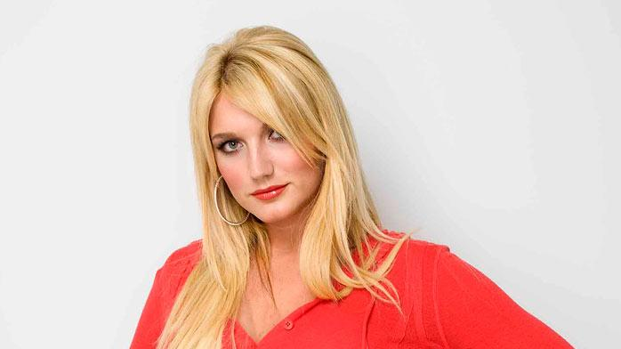 Brooke Hogan stars in Brooke Knows Best.