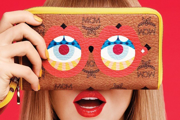 "Clutch aus der MCM x Karl & Craig ""Eyes On The Horizon""-Kollektion (Bild: PR)"