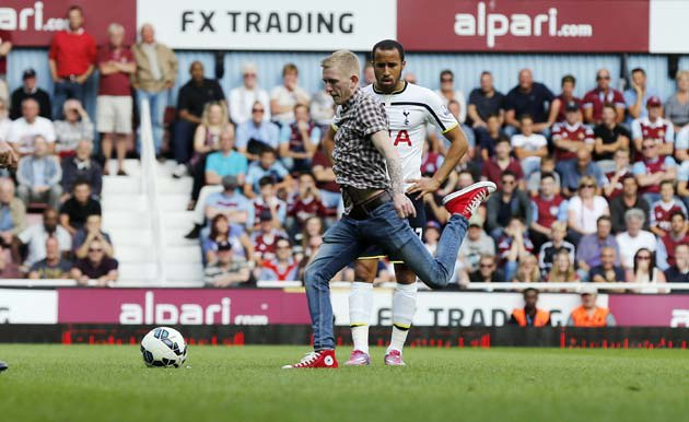 Pitch invader takes free-kick for Tottenham at West Ham