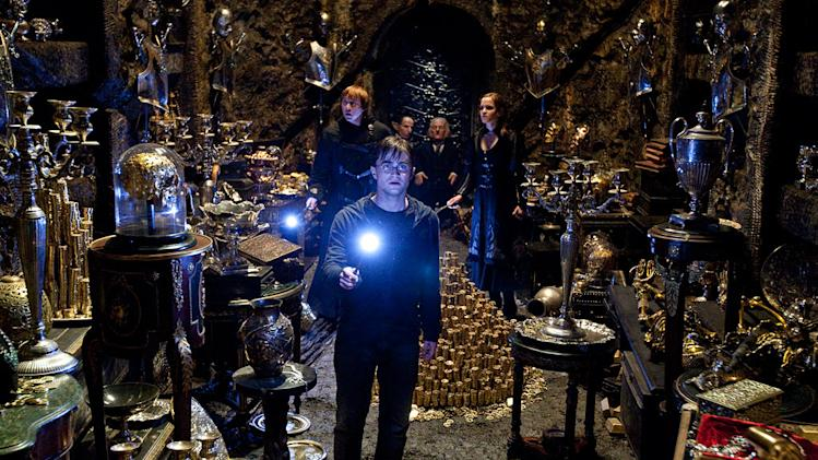 Harry Potter and the Deathly Hallows 2011 Warner Bros. Pictures Daniel Radcliffe Rupert Grint Warwick Davis Jon Key Emma Watson