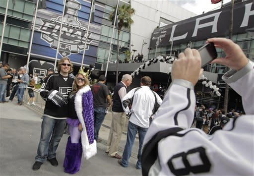 Stanley Cup in reach after Kings batter Devils 4-0