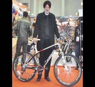 Shivinder Singh, MD, Firefox Bikes with Bikes Trek Madone 3.1