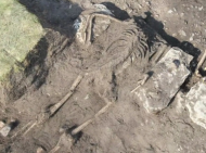 Archaeologists have discovered skeletons lying in their death pose inside an island fort in Sweden. The researchers think these ancient people were victims of an ambush.