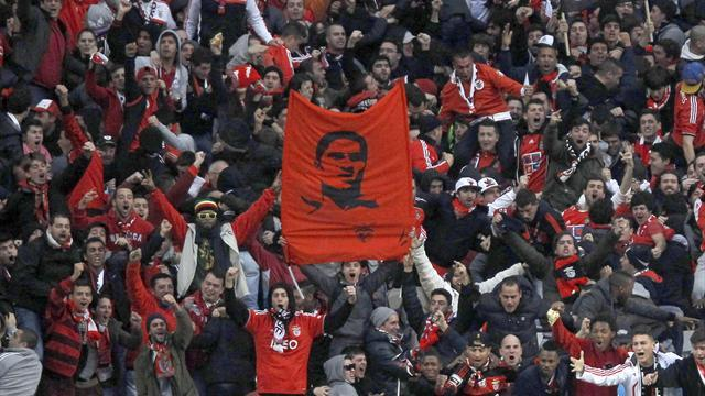 European Football - Benfica win emotional Classico amid Eusebio tributes