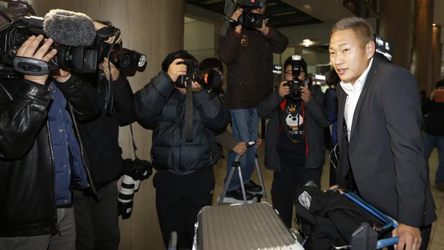 World Football - North Korea's Jong arrives in South for Suwon move