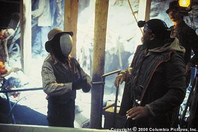 Real thrills and chills break out on the set of a student horror film when a masked maniac corners special effects coordinator Stan ( Anthony Anderson , right) in Columbia's Urban Legends: Final Cut
