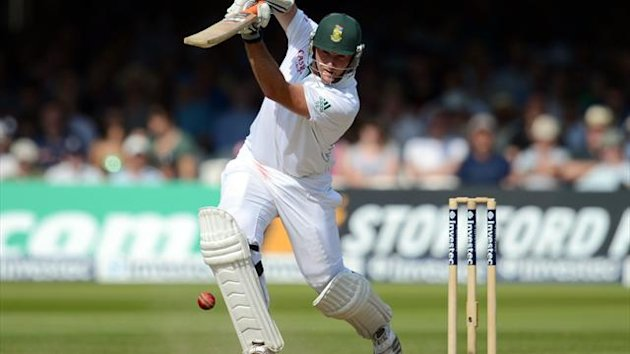 Graeme Smith reached the tea break on 41 not out
