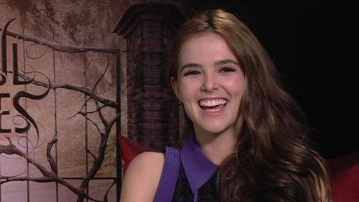 Zoey Deutch On Shooting Switched at Birth