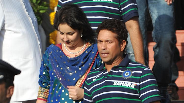 Indian cricketer Sachin Tendulkar (R) an