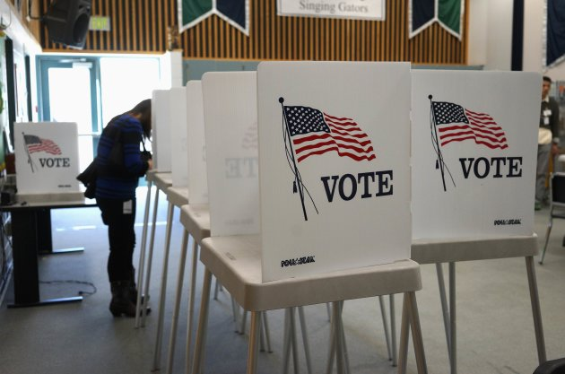 A voter fills in her ballot as she votes in the U.S. midterm elections November 4, 2014. (Reuters)