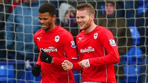 Fraizer Campbell of Cardiff City celebrates scoring the first goal with Aron Gunnarsson of Cardiff City (Getty Images)