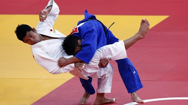 Japan's Hiroaki Hiraoka fights with Britain's Ashley Mckenzie (blue) during their men's -60kg elimination round of 32 judo match, at the London 2012 Olympic Games (Reuters)