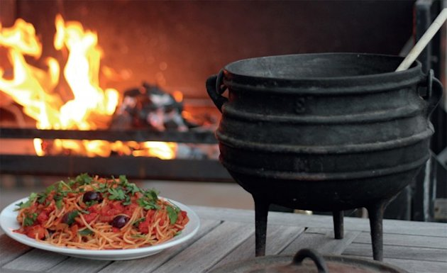 Jan Braai's puttanesca pasta in a potjie recipe, National Braai Day
