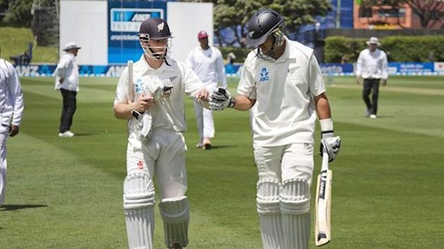 Kane Williamson (L) and Ross Taylor of New Zealand walk from the field during day one of the second Test against the West Indies (AFP)