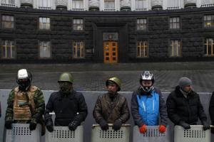 Protesters guard the Ukrainian government building …