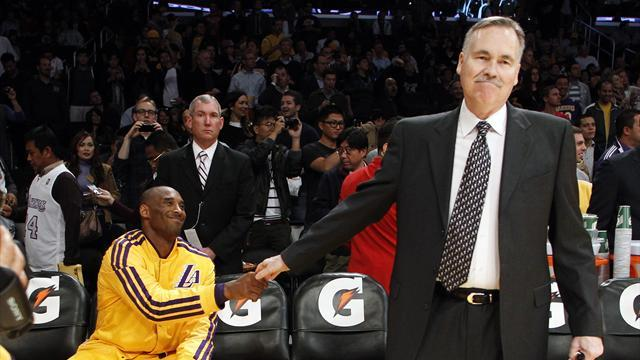 NBA - D'Antoni gets standing ovation as Lakers win