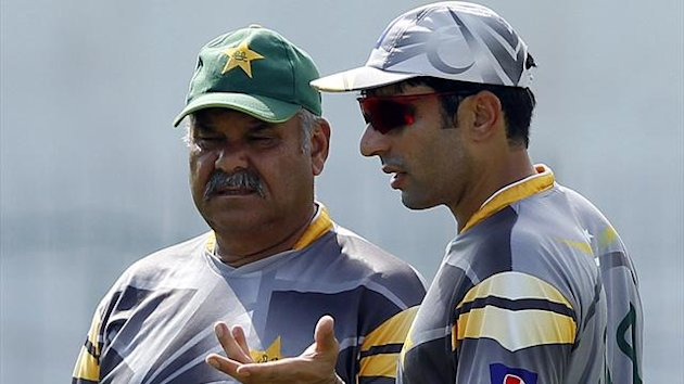 Pakistan's captain Misbah-ul-Haq (R) talks with coach Dav Whatmore
