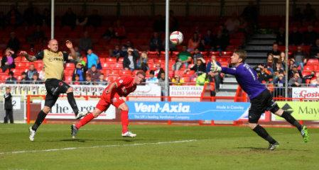 Soccer - Sky Bet League One - Crawley Town v Leyton Orient - Checkatrade.com Stadium