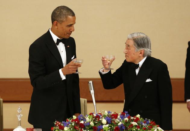 U.S. President Barack Obama and Japan's Emperor Akihito offer toasts to each other during the Japan State Dinner in Tokyo