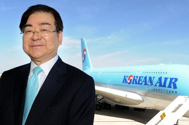 Korean Air's CEO Cho Yang-ho has publicly apologised after his daughter triggered public anger and ridicule by kicking the head of cabin crew off a flight because of the way she had been served some nuts