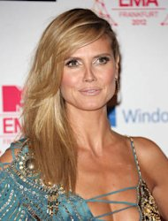 Heidi Klum hands out supplies in New York