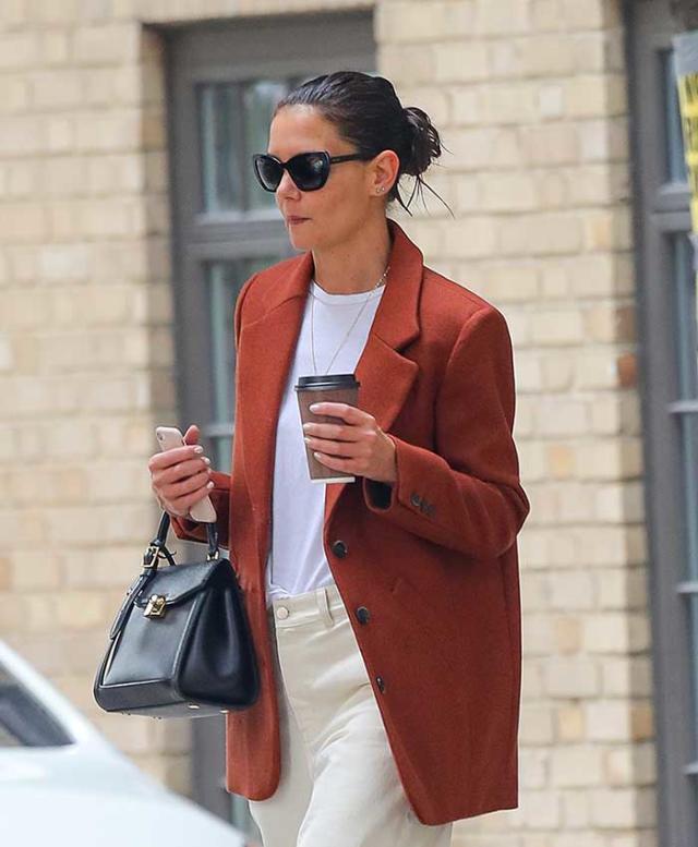 Katie Holmes con chaqueta de Mango