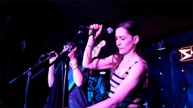 Fallece Inés Bayo, la cantante original de la banda de los 90 Los Fresones Rebeldes