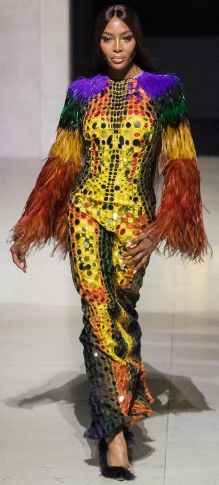 内奥米·坎贝尔(Naomi Campbell)于2019年9月的伦敦时装周上走秀