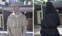 「長條物」位置好害羞 神聖雕像慘遭蓋布袋