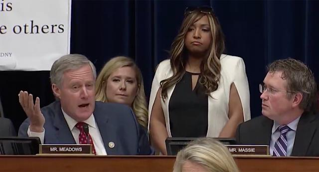 Rep. Mark Meadows, R-N.C., speaks to Michael Cohen during a House Oversight Committee hearing as Lynne Patton stands behind him. (Screengrab: Yahoo News Video)