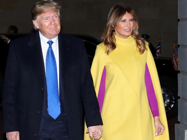 Melania Trump mit Ehemann Donald auf dem Weg zu Prinz Charles und Ehefrau Camilla (Bild: imago images/i Images)
