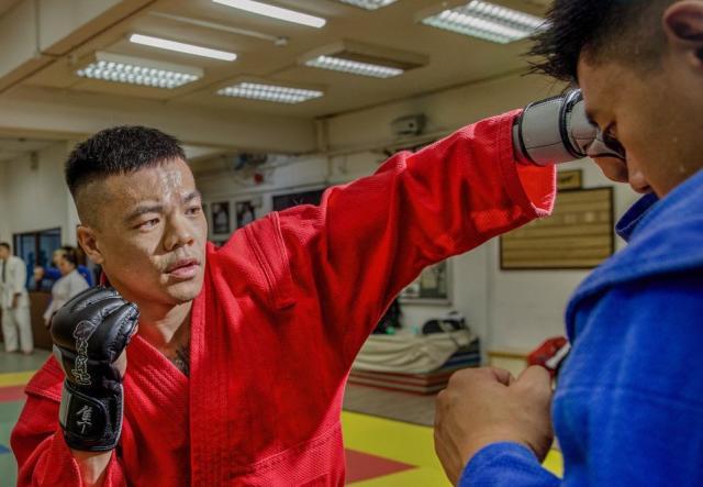 新加坡队的三宝运动员唐Gar获得了在上海新成立的UFC表演学院的培训资格。 (照片:Facebook /文化,社区和青年部)