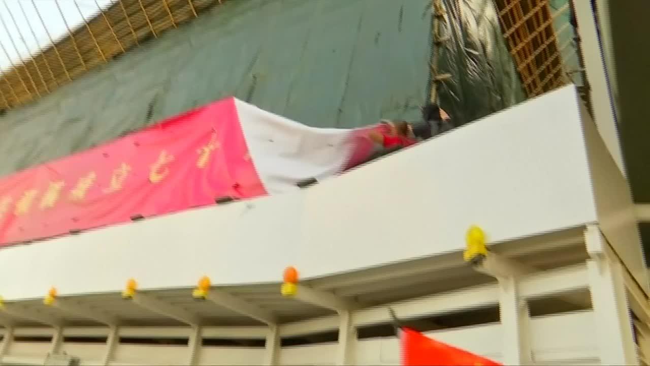 反送中示威者灣仔站縱火 915遊行上演警民攻防戰