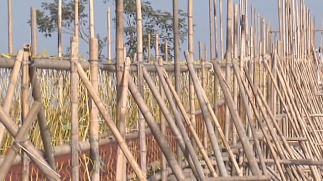 這樣太危險!燈會竹橋傾斜 民眾:地震嗎