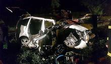 18歲女無照酒駕自撞路樹亡 同車3友人受傷