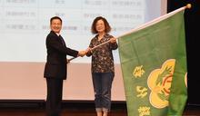 語文競賽代表隊出征 魏明谷授旗