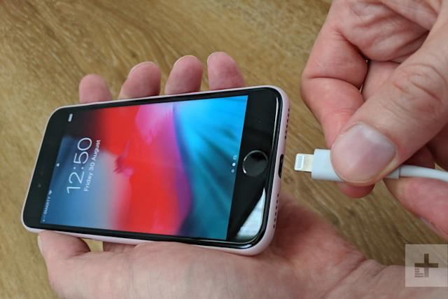cargar el celular toda la noche charging iphone cable plug in 768x768
