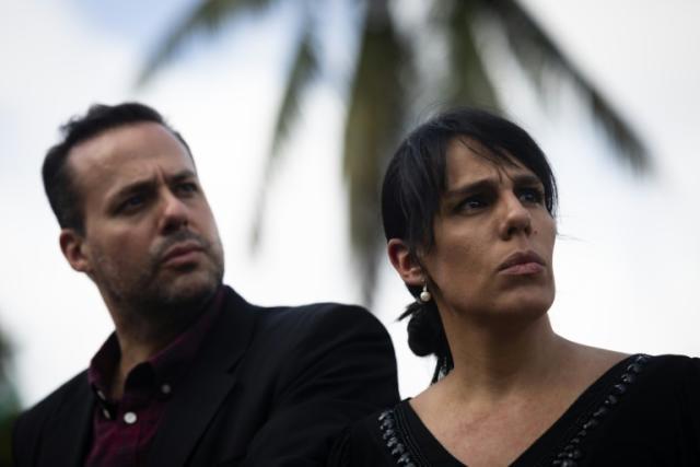 José Joel Sosa y Marysol Sosa (D), hijos del cantante mexicano José José ofrecen una conferencia de prensa el 1º de octubre de 2019 en Miami