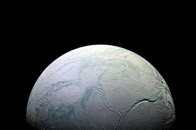 Enceladus, la luna de Saturno