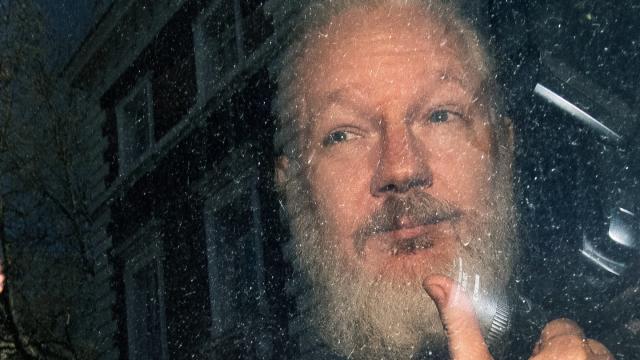 Julian Assange nach seiner Festnahme durch die britische Polizei in London. Foto: Victoria Jones/PA Wire