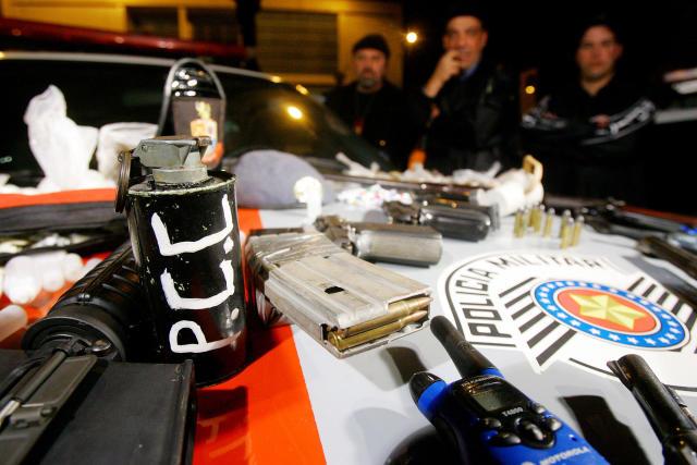 该行动对中共成员发出了110项逮捕令(照片:美联社照片/琼恩·罗里兹-州政府)