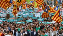 馬德里強硬阻止獨立  巴塞隆納45萬人上街抗議